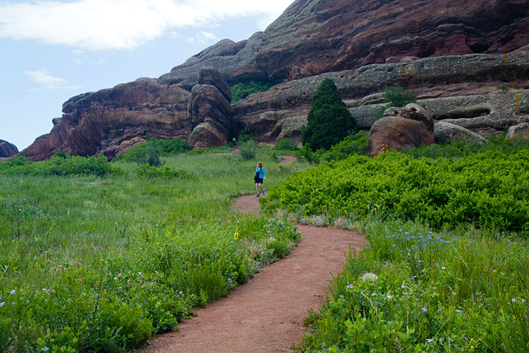 The hiking trails around red rocks park